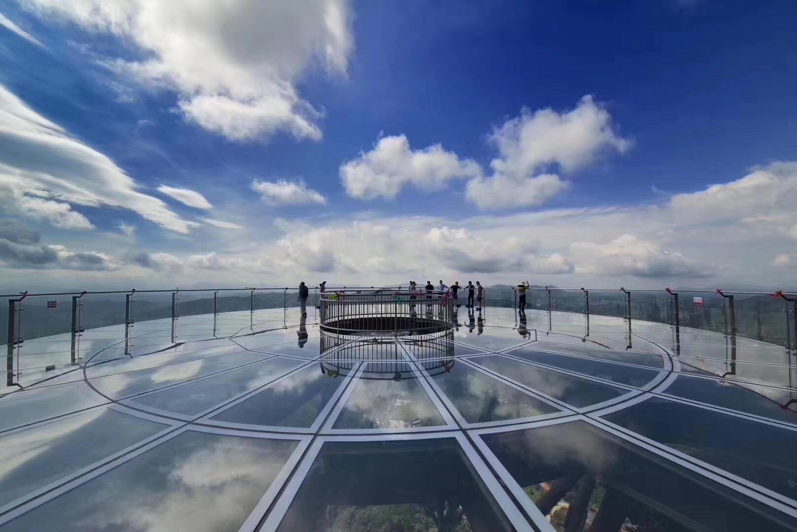 广东玻璃观景台搭建成功