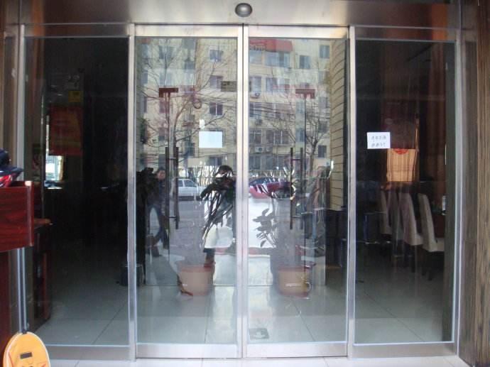 南京自动感应门在餐饮行业的应用