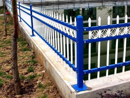 三横梁带花锌钢围墙护栏
