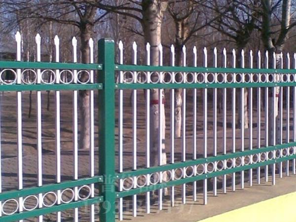 四横梁带花锌钢围墙护栏