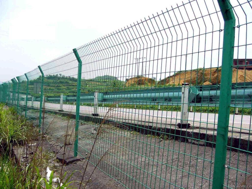 德标高速公路护栏案例