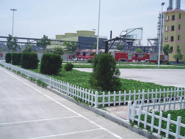 宛城区锌钢护栏草坪护栏案例