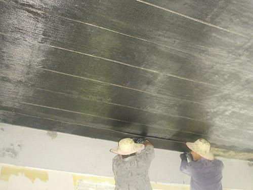 震声集团展厅贴碳纤维布加固施工