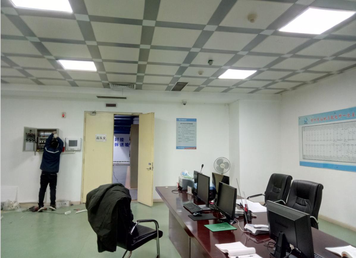 京广铁路郑州东站地区所配电房SF6气体检测报警系统安装现场