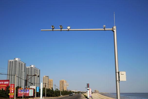 深圳启用测慢速电子警察配合频闪灯违章抓拍设备