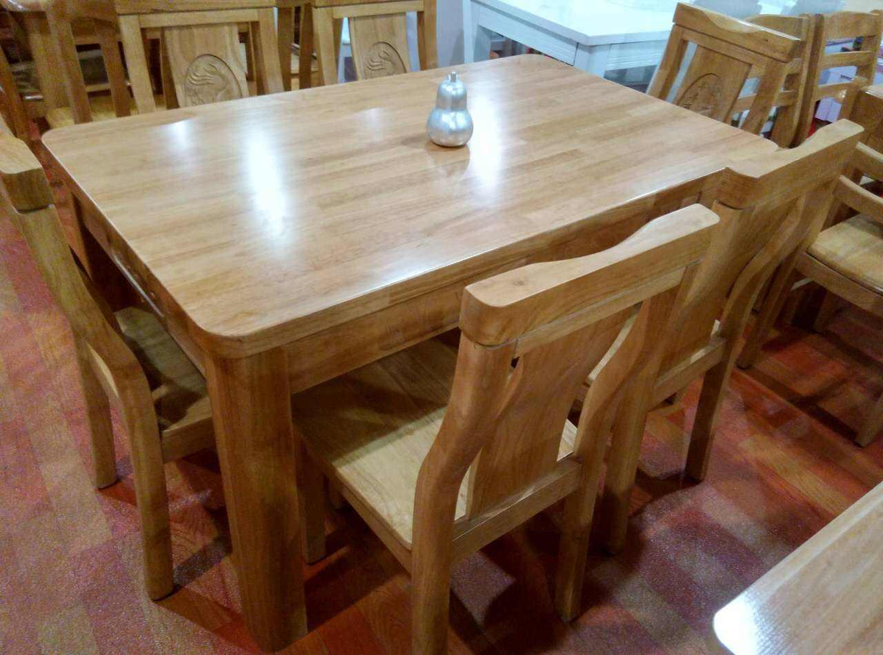 小型餐厅实木餐桌