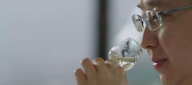 老年人每天喝点酒,有益健康吗?