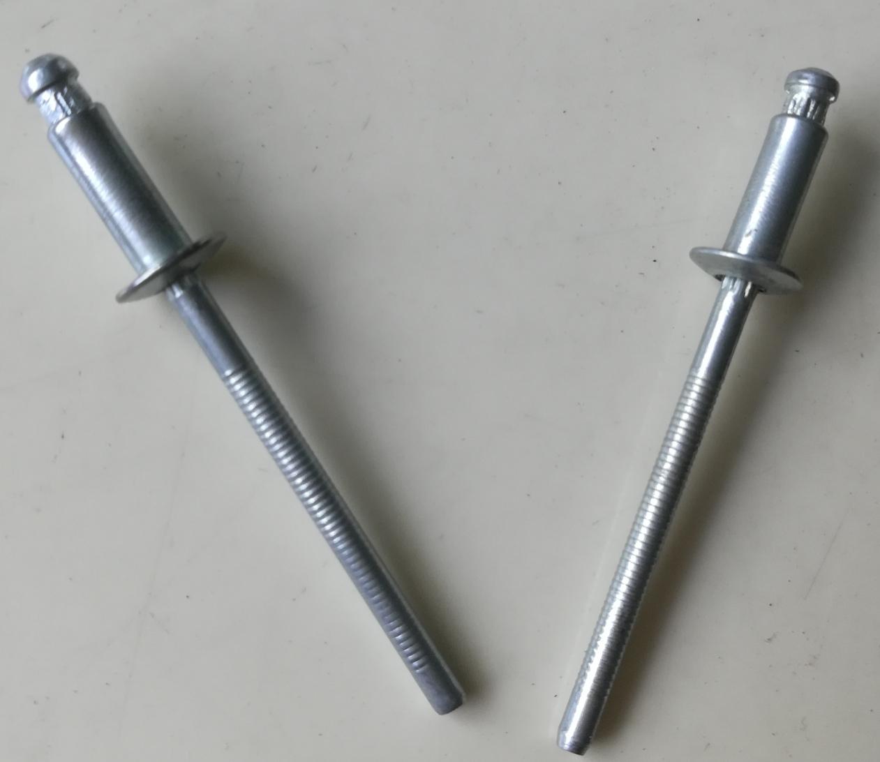 锁芯型铆钉