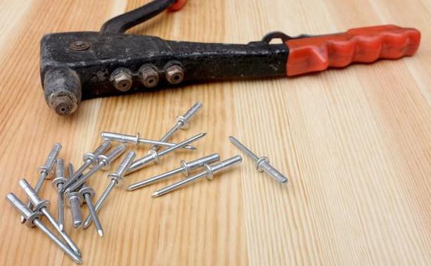 不锈钢抽芯铆钉及其工具