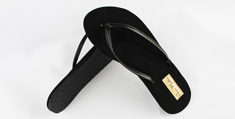 人字拖鞋特有不同的造型设计