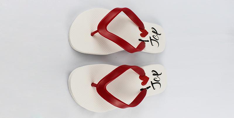 橡胶人字拖鞋舒适又酷得特别