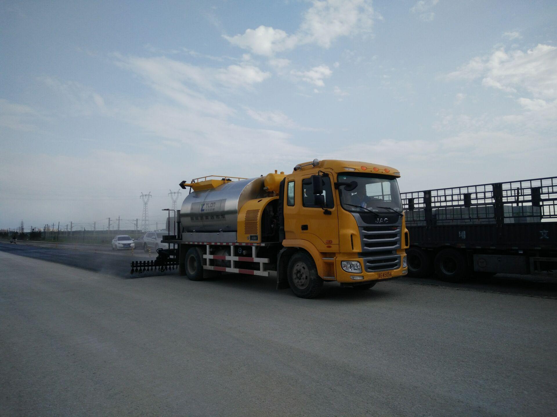 沥青洒布车型号0845,松科高速白城施工