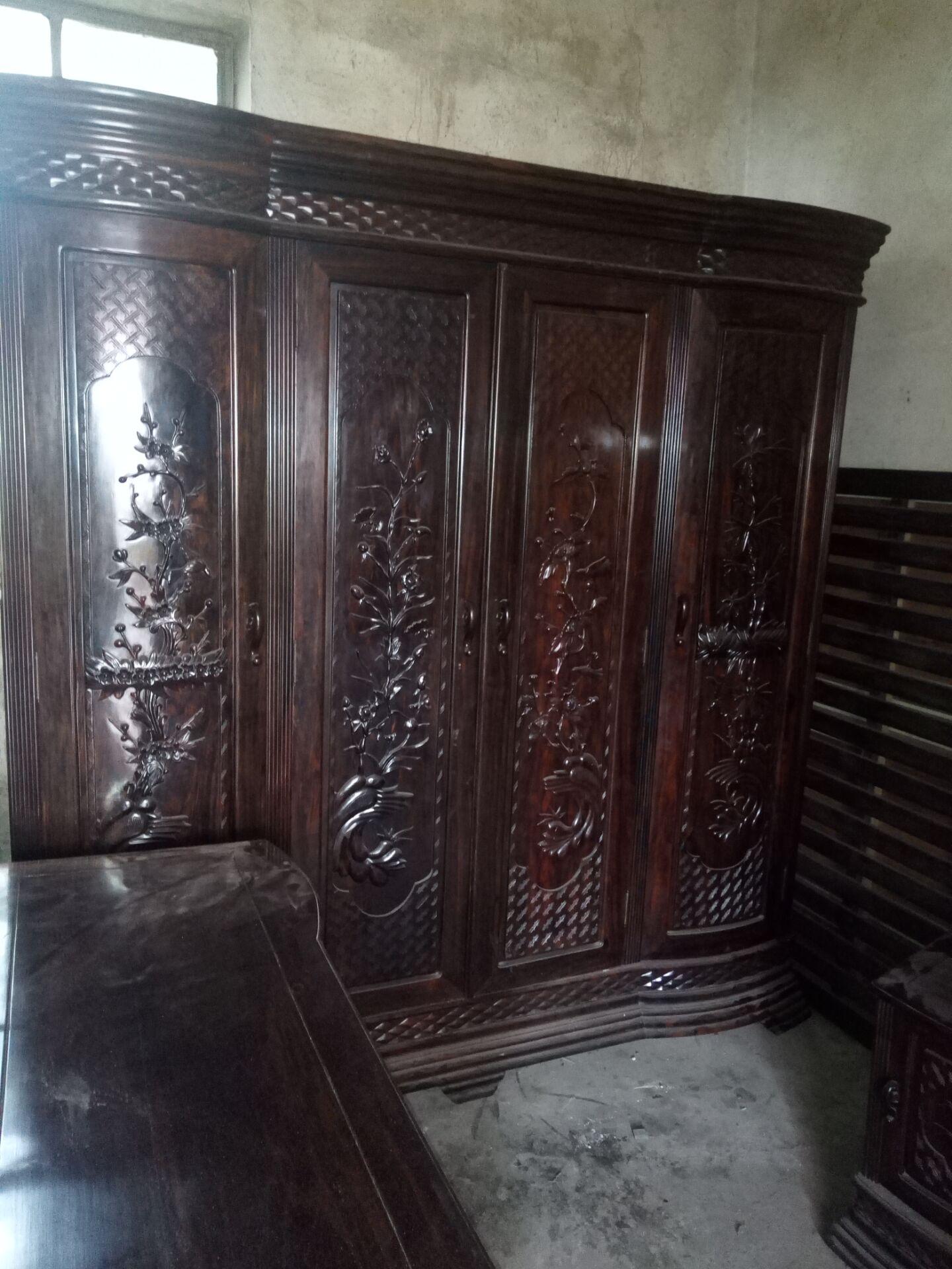 缅甸条纹乌木大衣柜