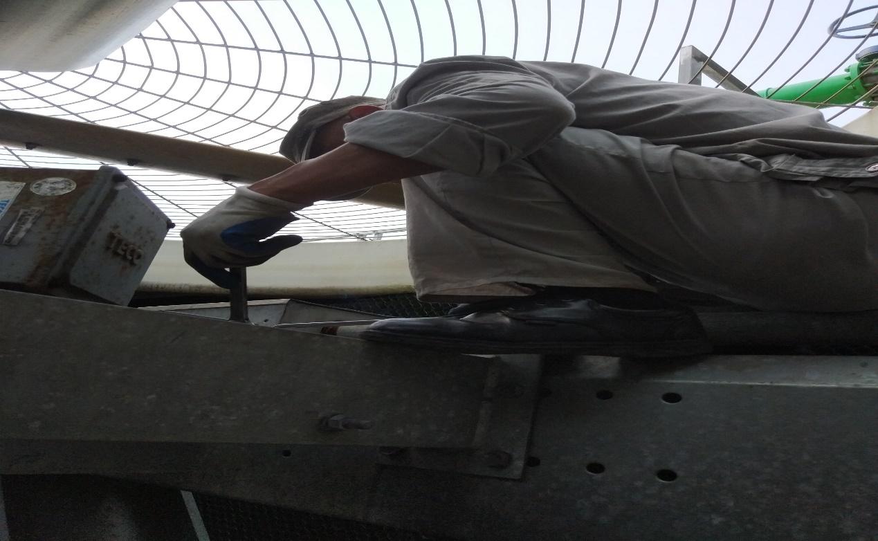 冷却塔机电设备结构件禁固检查维保