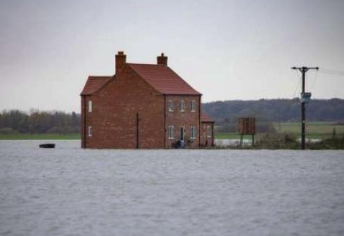 英國:洪水襲擊農場變孤島 未來將有更多暴雨