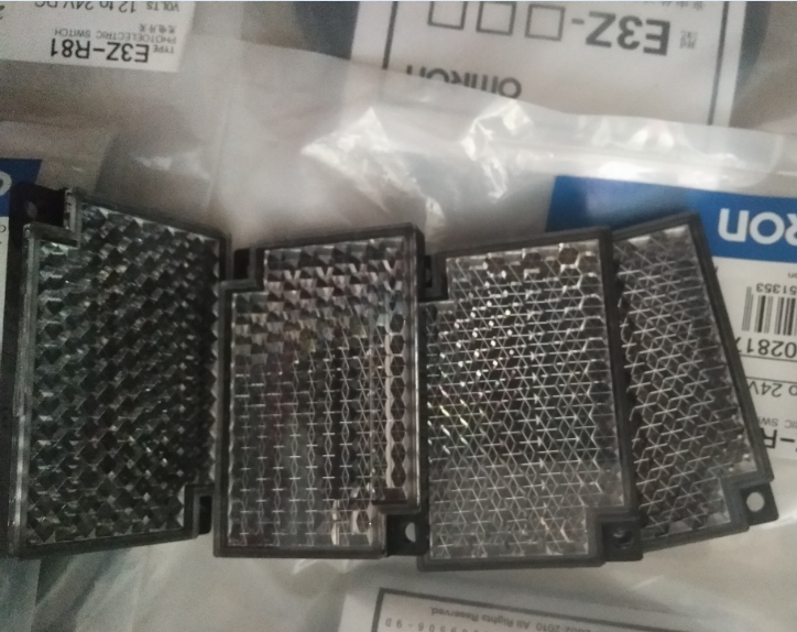 欧姆龙内置小型放大器型光电传感器