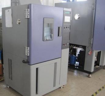 高低温交变(湿热)试验箱