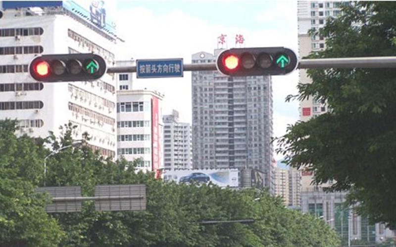 福建福达led交通信号灯相比传统交通的的优势