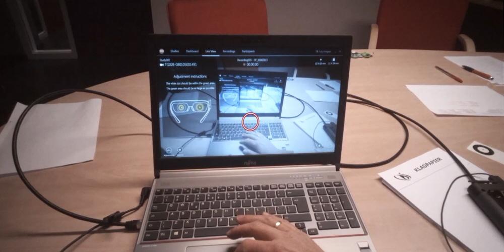 使用眼动追踪对比基于触觉与视觉的阅读策略