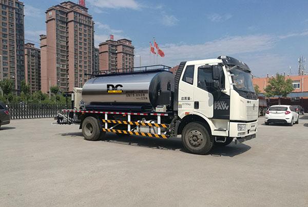 HTN5162GLQ 国五排放沥青洒布车