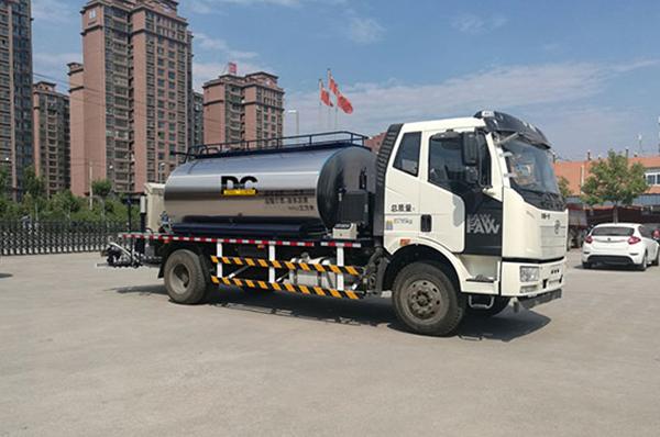 HTN5162GLQ State V emission asphalt distributor