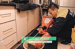 2018年9月6日师傅在凯瑞碧园为业主清洗油烟机
