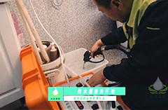 2018年9月9日-师傅在世纪花园为客户清洗热水器