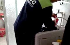 2018年9月22日吴师傅在百盛花园为客户清洗洗衣机