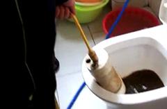 2018年10月23日白师傅在龙凤苑为客户清洗地暖