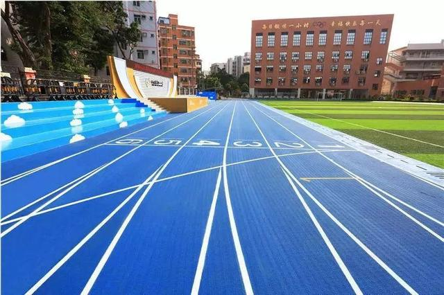 上海塑胶跑道厂家荣跃体育为您阐述塑胶跑道运动场性能优势!