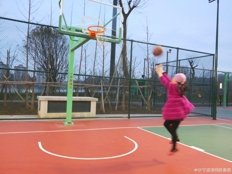 """打场篮球迎""""三八""""节"""