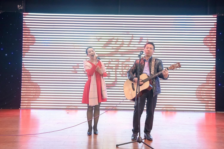 参加湖南人在宁海年会,合作吉他弹唱《爱是你我》(2020.01.05)