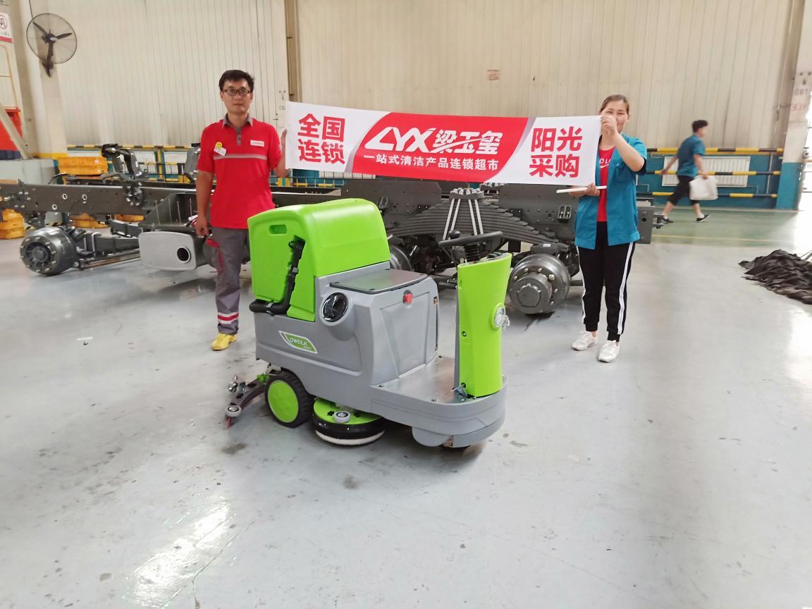 中国重汽购DW700BS一台
