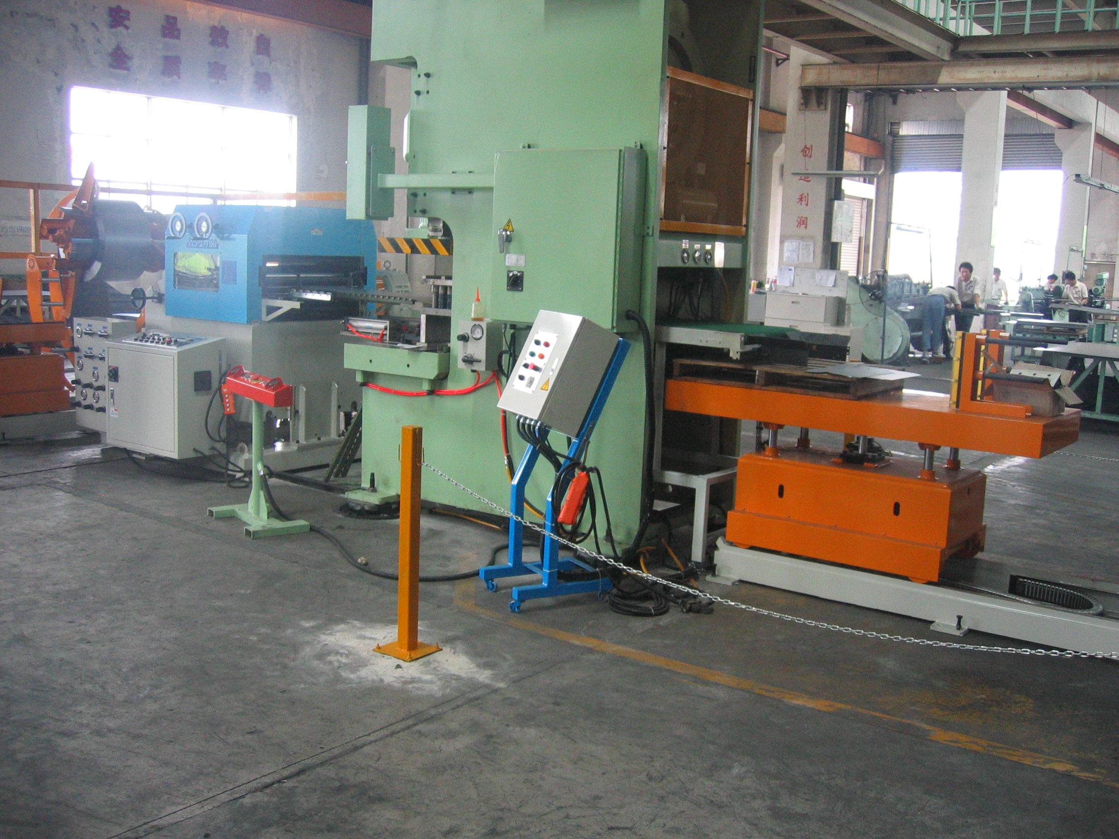台湾客户在昆山投资工厂办...