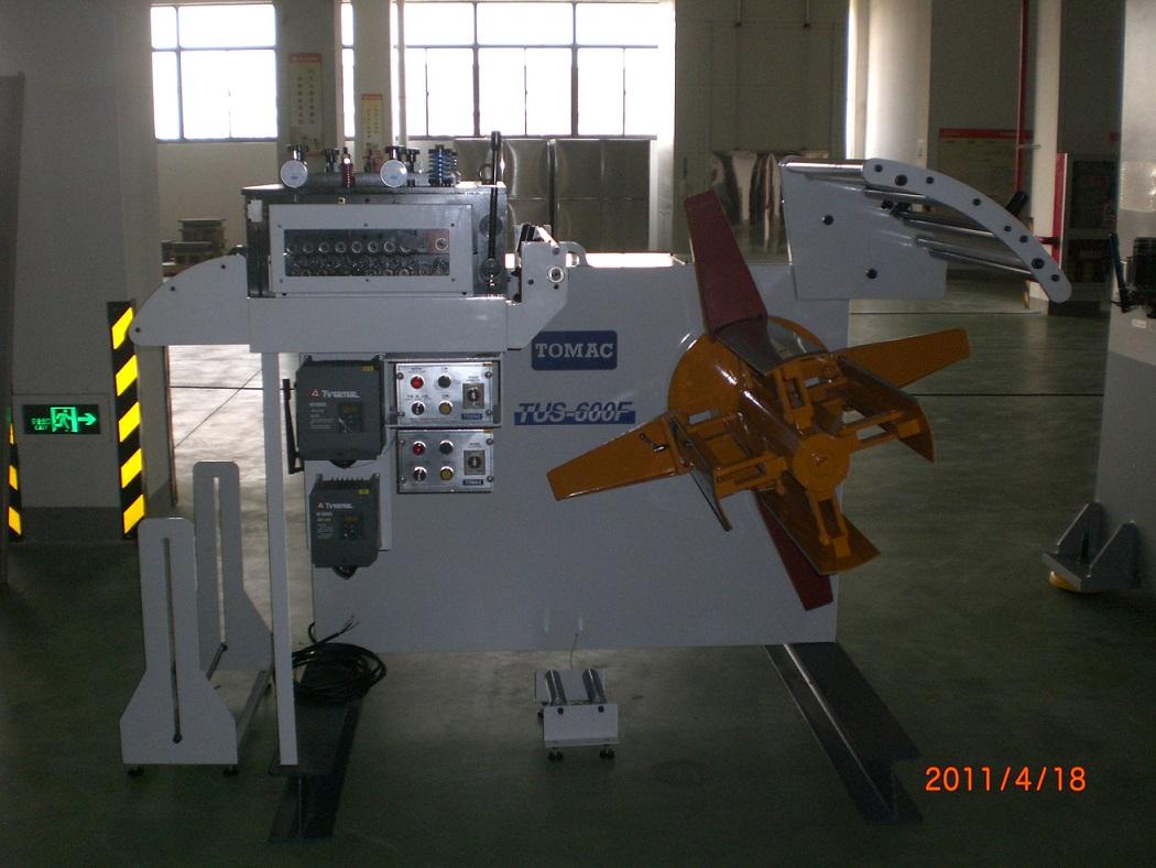 江苏客户工厂电脑部件加工生产线