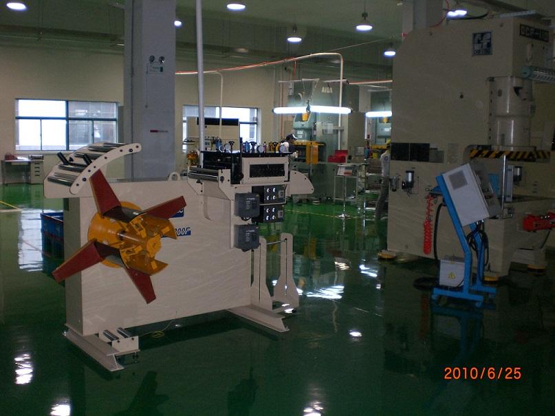 日本客户在广东工厂加工精...