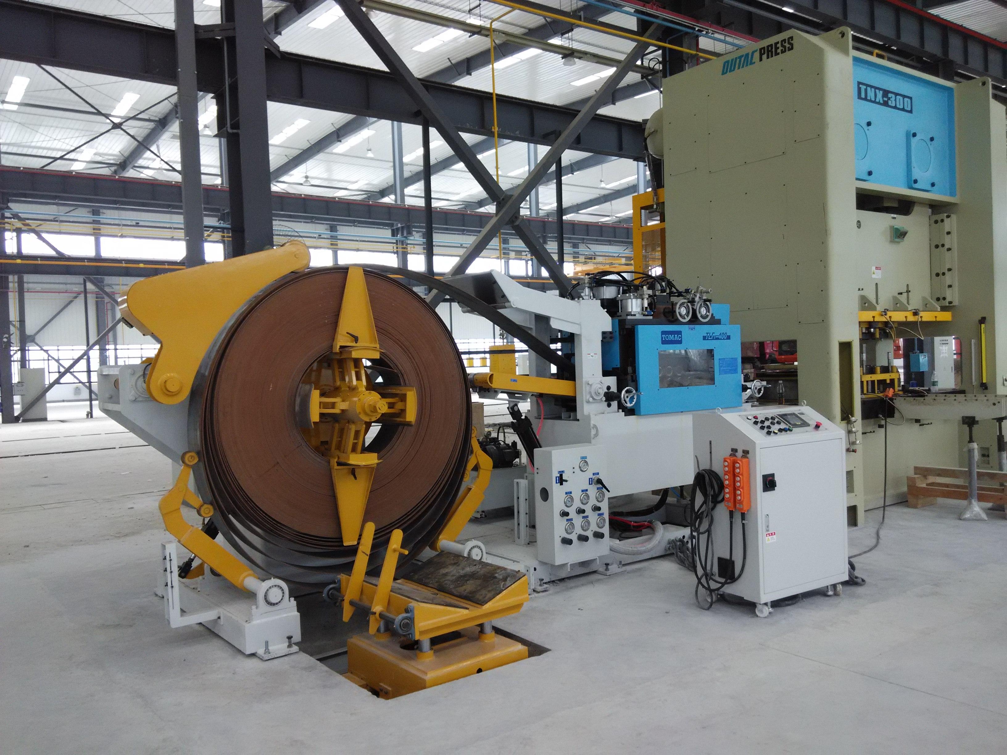 江苏客户工厂线路器材加工生产线