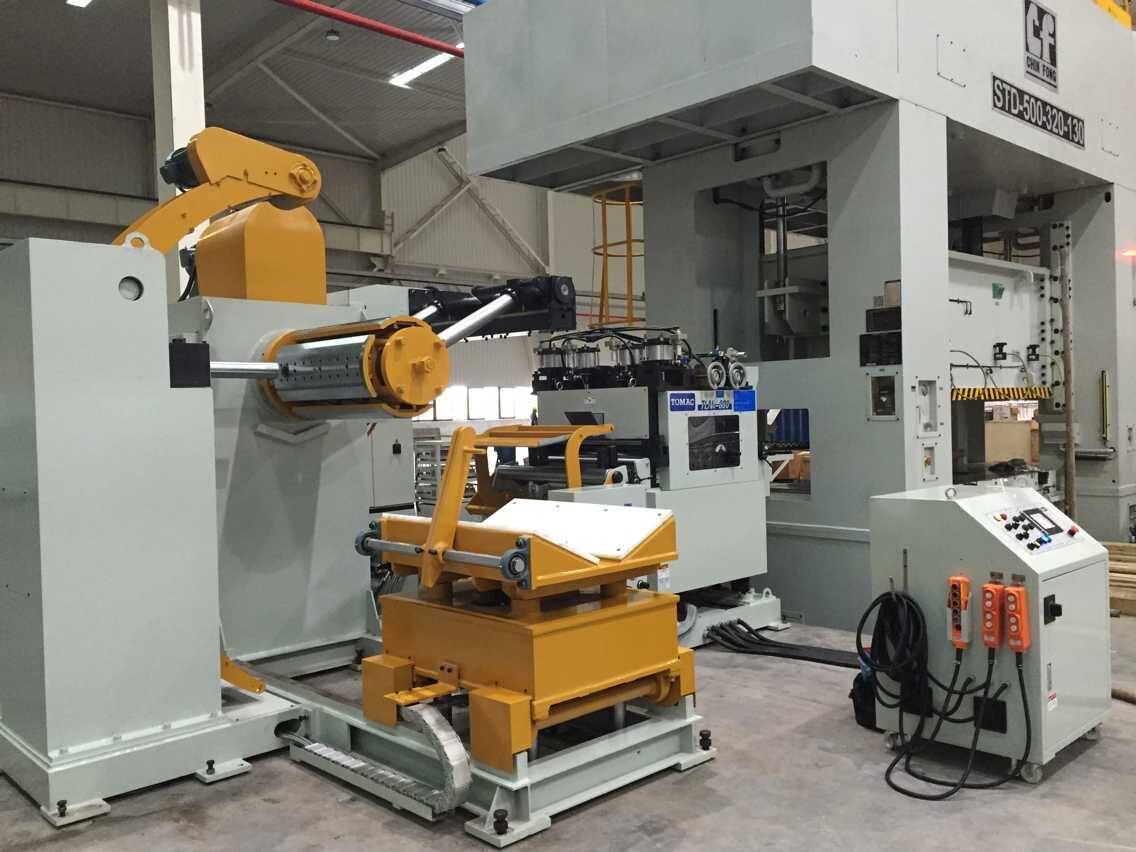 重庆客户工厂汽车零件加工...