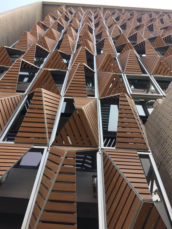 武汉大学德重创新地板上墙