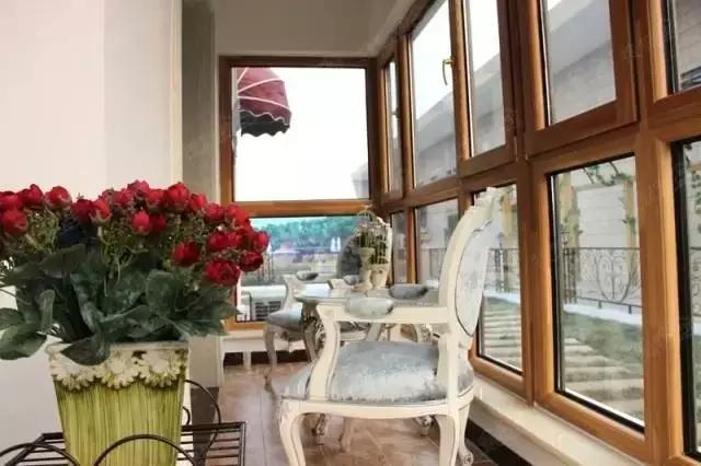 封阳台用铝合金门窗还是塑钢门窗?从这五点辨优劣