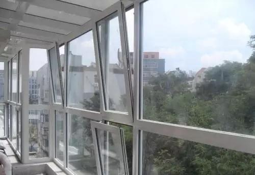 家装时选门窗平开窗还是门窗推拉窗?