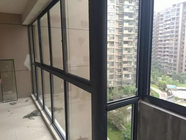 封阳台窗,封阳台价格的5个注意事项