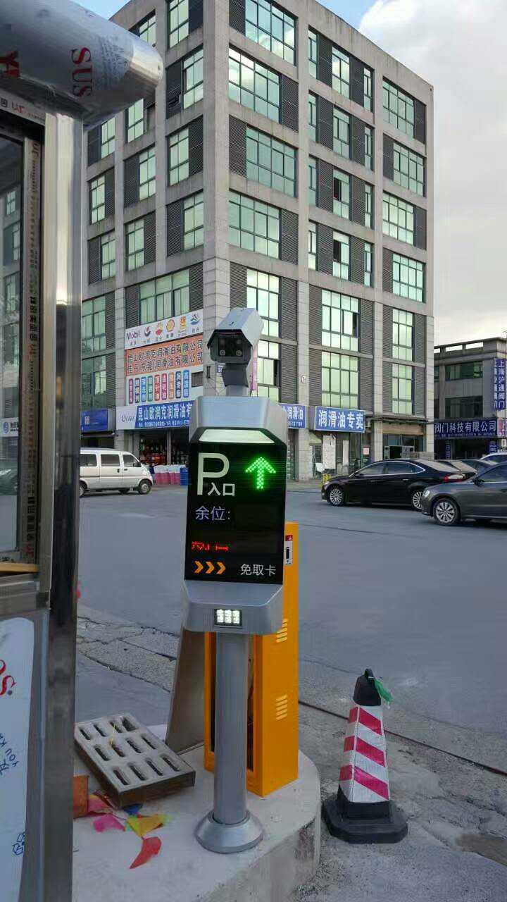 昆山恒龙国际机电城车牌识别系统