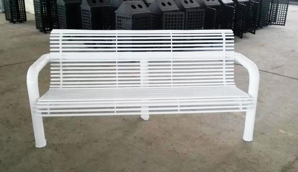 白色钢结构座椅