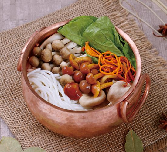 菌菇铜锅米线