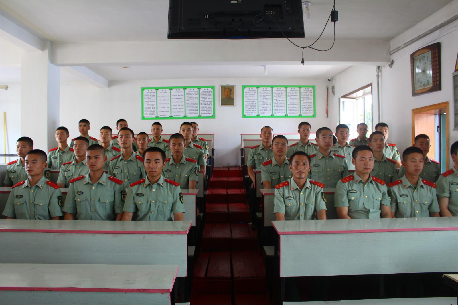 森警部队到校交流