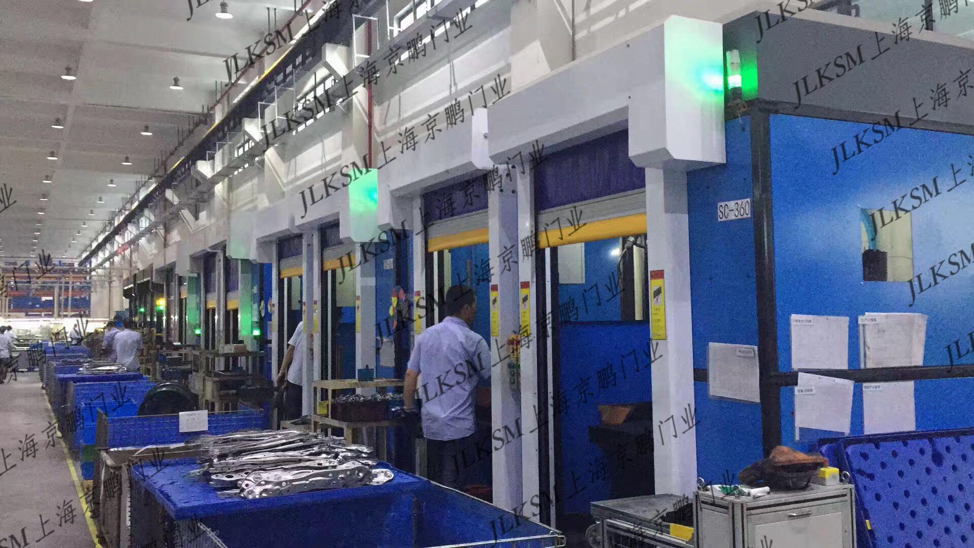 Welding (robot) equipment protection screen door