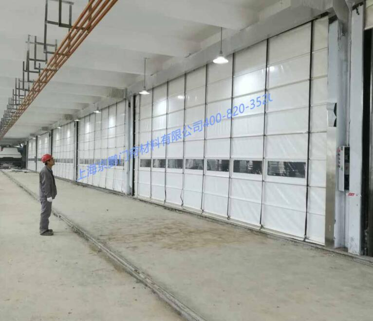 Flexible lifting door of sewage treatment plant