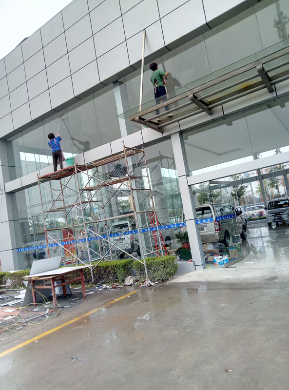 4S店展厅玻璃清洗保洁