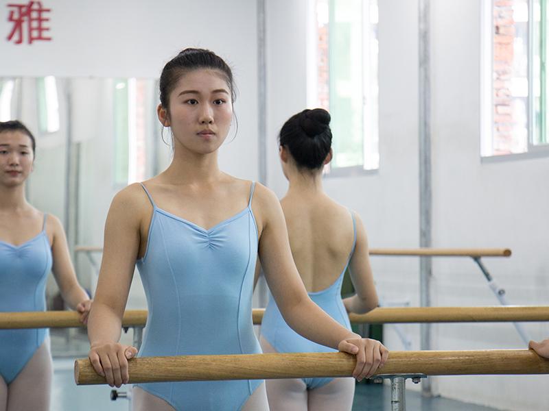 学习舞蹈学专业需要掌握哪些常识呢?德雅艺星给大家介绍